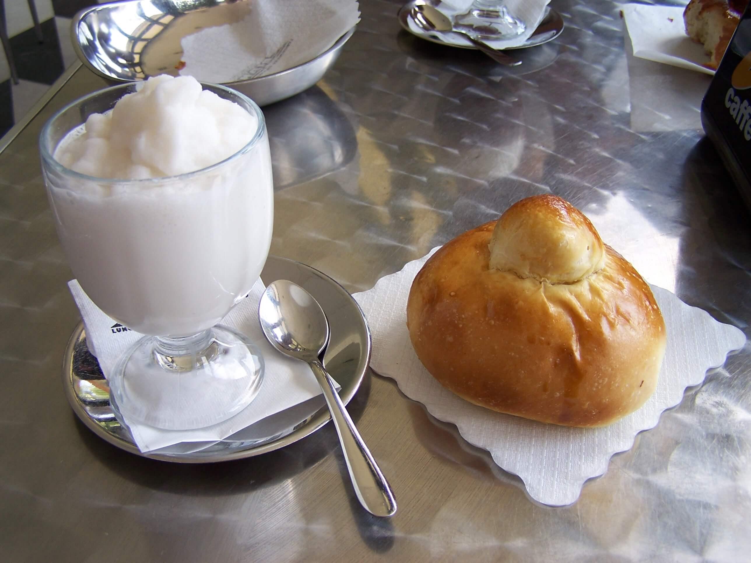 Granita e brioche, colazione a catania