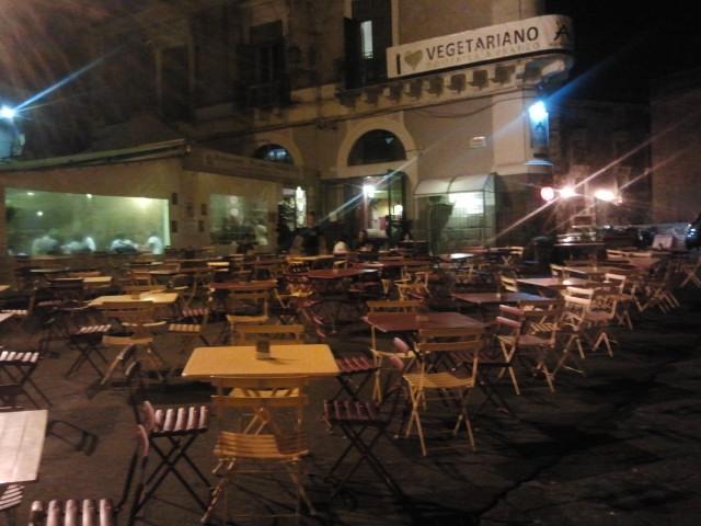 ostello catania sicilia, il lunedi sera by B&B Globetrotter.